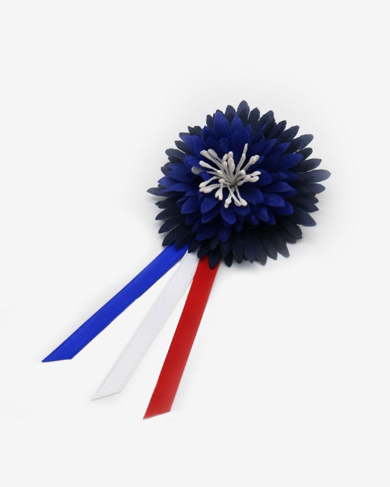 Broche grande fleur en tissu Lemarié x Bleuet de France